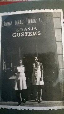 Mi madre y mi tia en Tapioles, 55. Mi actual casa aún.